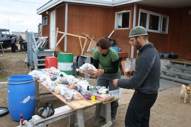 High speed packing at Qikitarjuaq