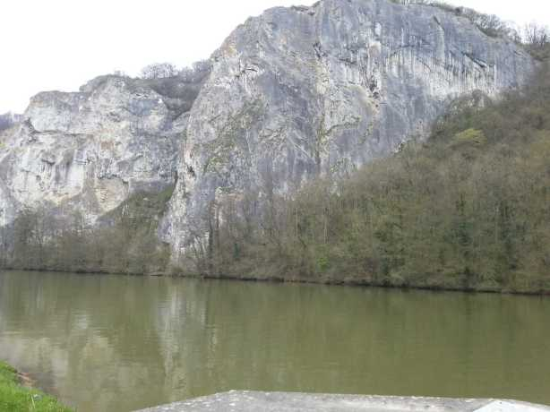 Vertical cliffs on the Meuse