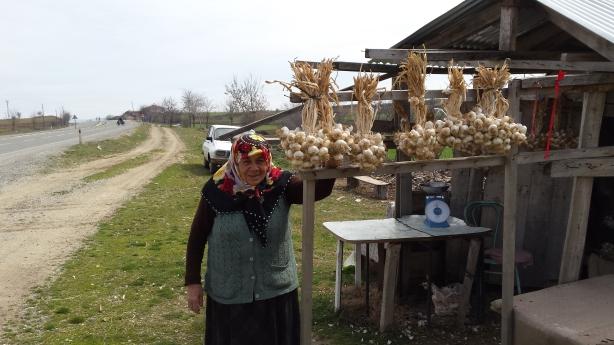Selling garlic