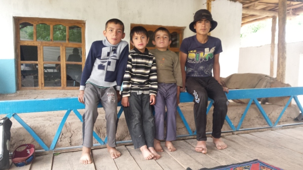 The kids that invited us in for chai