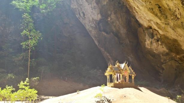 Phraya Nathan cave