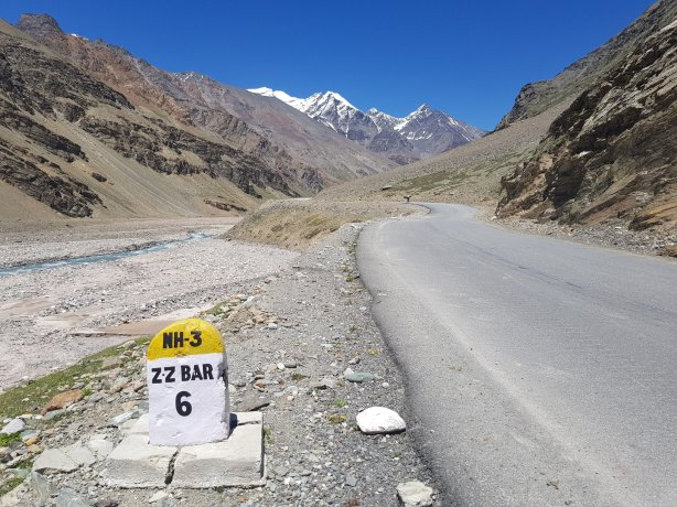 The road to Zing Zing Bar