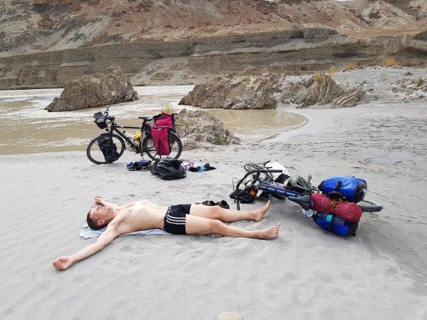 The skeleton basking in the sun at the Zanskar River