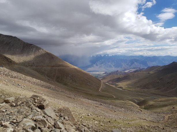 The way down from Khardung La